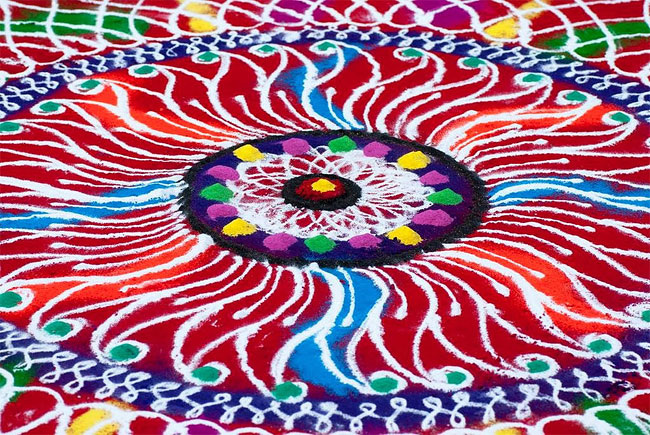 tw_rangoli-indian-art-flour-sand-9_650